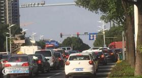 为了缓解张杨公路、港城大道交通压力!我市交警部门将中海油第三加油站西侧的通道设置为限时单行道,具体如下